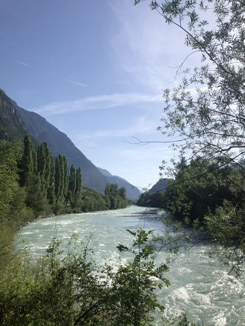 Der Fluss Etsch in Italien